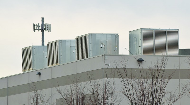 Air conditioning units on the roof of a data center in Ashburn. (Renss Greene/Loudoun Now)