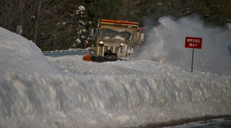 VDOT snow plows work on clearing Rt. 7 on Sunday afternoon near Round Hill after heavy snow Saturday.  (Photo by Douglas Graham/Loudoun Now)
