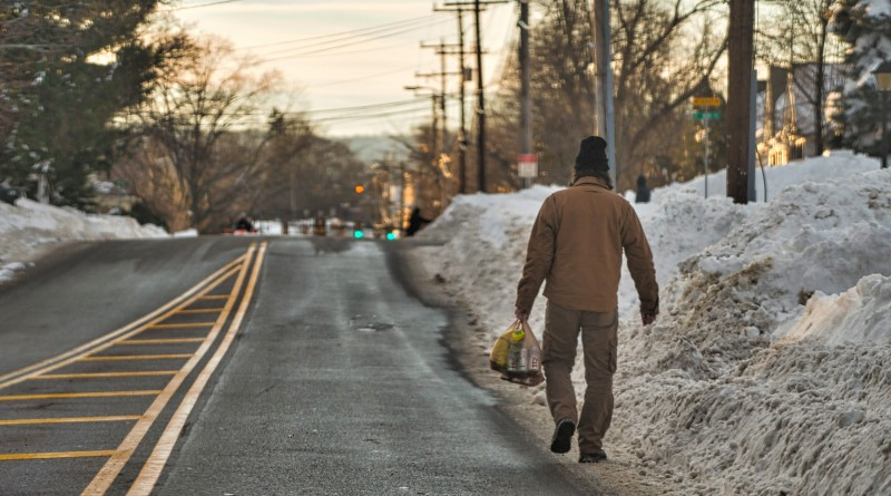 A man carries a bag of supplies down the street because sidewalks where impassable in Purcellville after a two-day blizzard hit the Mid-Atlantic with Loudoun County right in the bullseye of the worst part of the storm. (Photo by Douglas Graham/Loudoun Now)