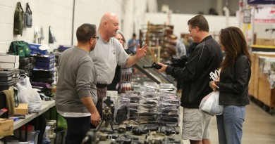 Shoppers browse at a gun show in Chantilly. (Ali Khaligh/Loudoun Now)