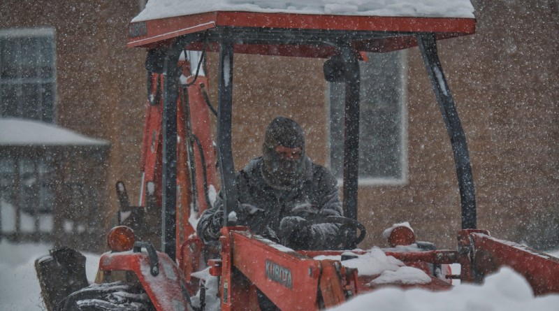 UNITED STATES - Jan. 23, 2016: Residents of Bluemont struggle to stay ahead of the storm as the blizzard pushes into day 2 with snow totals going over 30 inches in parts of the mountain village in Western Loudoun County.  (Photo by Douglas Graham/Loudoun Now)