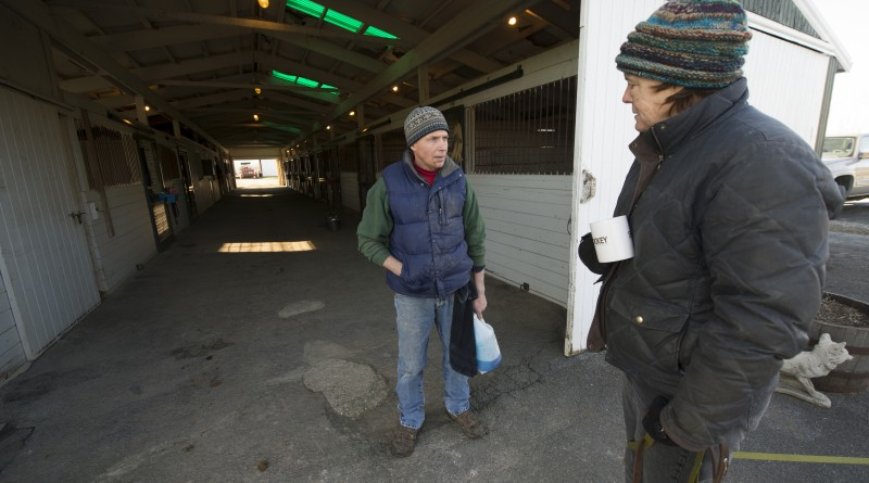 Equine dental technician Graham Alcock of Philomont talks with horse owner Robin Richards of Goshen Farm about dental care of her horses. (Photo by Douglas Graham/Loudoun Now)