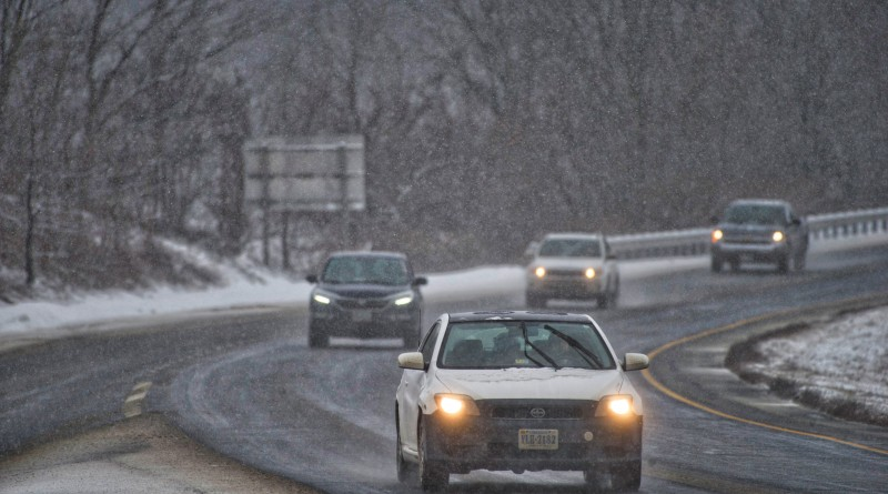 Morning rush hour commuters make their way east after a snow storm blanketed Loudoun yet again with snow and ice. This is Rt. 7 near Round Hill.  (Photo by Douglas Graham/Loudoun Now)