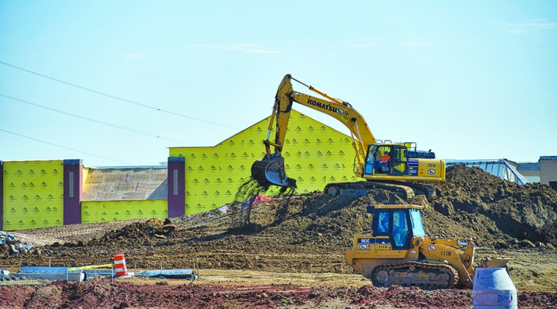 Lowe's construction site along East Market Street in Leesburg.   (Photo by Douglas Graham/Loudoun Now)