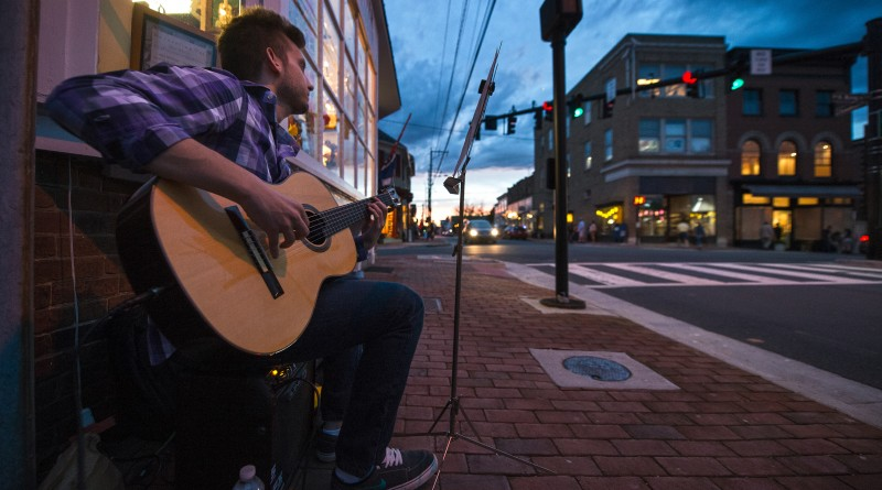 Mathew Bosek plays music on the sidewalk during Leesburg's First Friday.   [Photo by Douglas Graham/Loudoun Now]