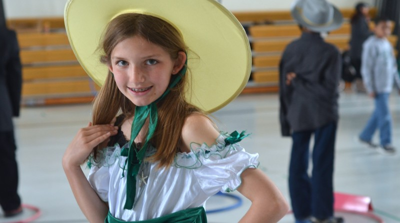 Catoctin Elementary School fourth-grader Kensington, dressed as Confederate spy Belle Boyd, drew a crowd at the school's annual Wax Museum Friday. (Danielle Nadler/Loudoun Now)