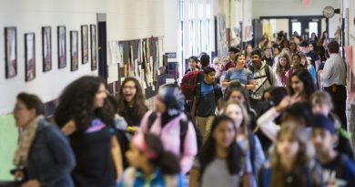 Students at the crowded Mercer Middle School follow strict traffic patterns to move between classes. (Ali Khaligh/Loudoun Now)
