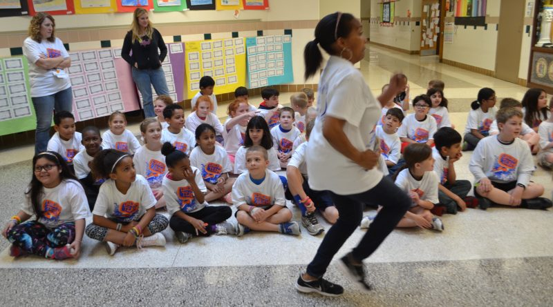 Ball's Bluff Elementary teacher Karin Ellison jogs past her second-grade class before they ran their laps as part of a fun run fundraiser in May. (Danielle Nadler/Loudoun Now)