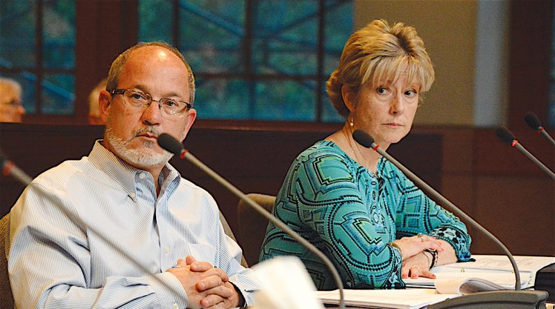 Zoning Ordinance Action Group members Mark Trostle and Packie Crown hear concerns from western Londoners.  [Renss Greene/Loudoun Now]