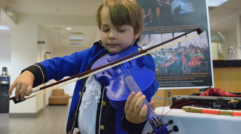 Roy Wulf plays a 3-D printed violin assembled by members of the Carolina Philharmonic. (Renss Greene/Loudoun Now)