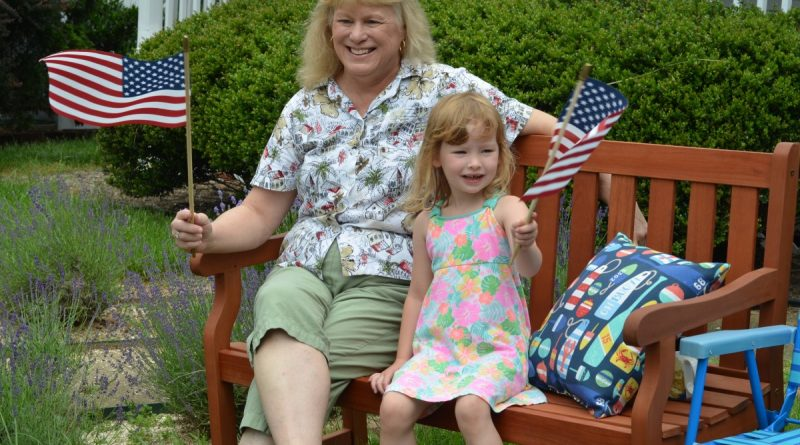 Kim Steele and her 4-year-old granddaughter Emma watch the Hamilton Parade go by. (Danielle Nadler/Loudoun Now)