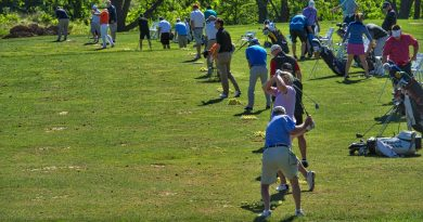 Players hone their skills on the practice range. (Douglas Graham/Loudoun Now)