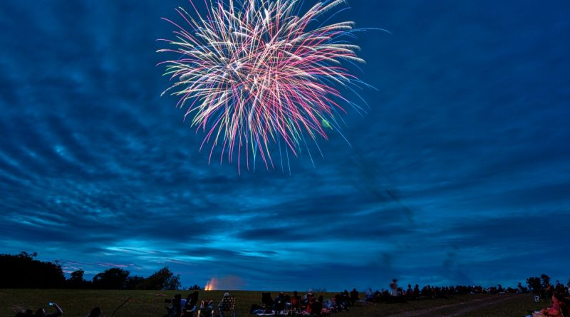 Fireworks light up the sky across the street from the Old Waterford School in the Waterford. (Douglas Graham/Loudoun Now)