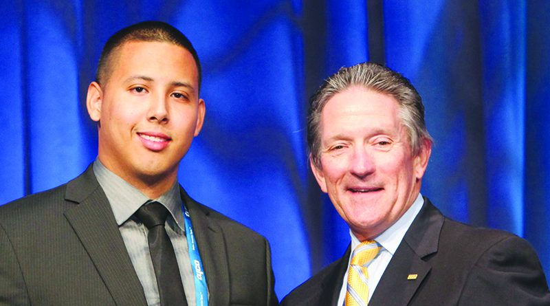Christian Sorto receives the Outstanding Contract Security Officer Award from Richard Widup. [SIS International]