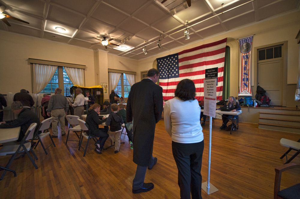 People line up to vote at the Old Stone School in Hillsboro. (Douglas Graham/Loudoun Now)