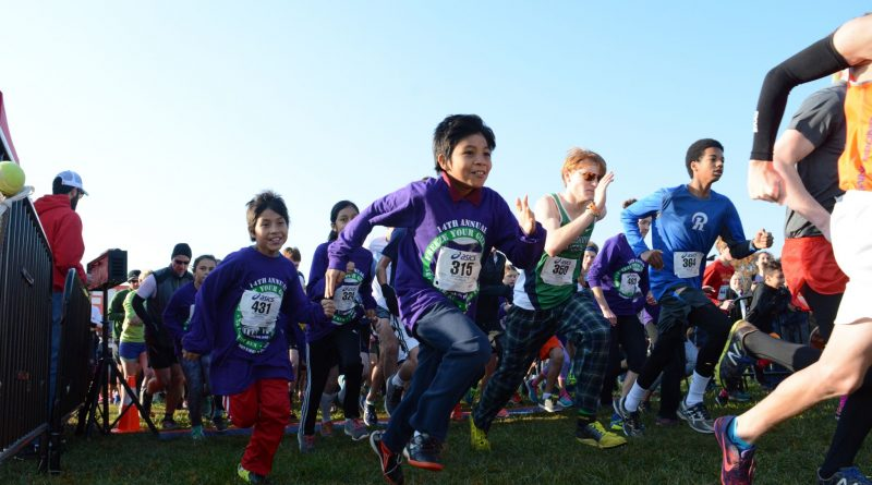 Runners take off at the beginning of the 14th annual Freeze Your Gizzard Cross Country 5K. (Renss Greene/Loudoun Now)