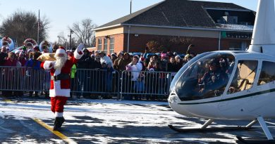 Photo Gallery: Santa Lands in Leesburg