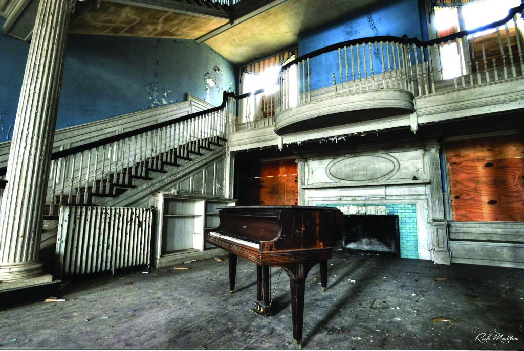 The 20-room Selma mansion, once a beloved venue of Loudoun's best-known residents, has sat empty for 16 years. Now, a local couple wants to breath new life into it. [Rick Martin Photography]