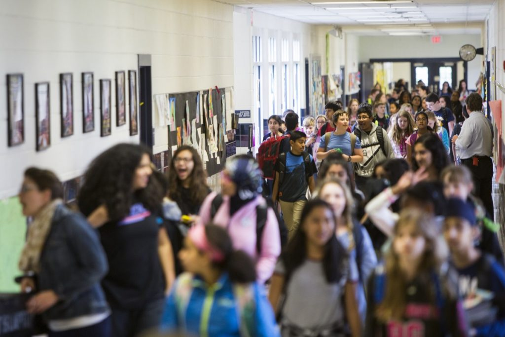 Students at the overcrowded Mercer Middle School follow strict traffic patterns to move between classes. (Ali Khaligh/Loudoun Now)