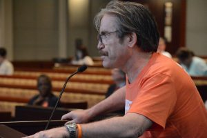Charles McKeon speaks in favor of the resolution. (Renss Greene/Loudoun Now)