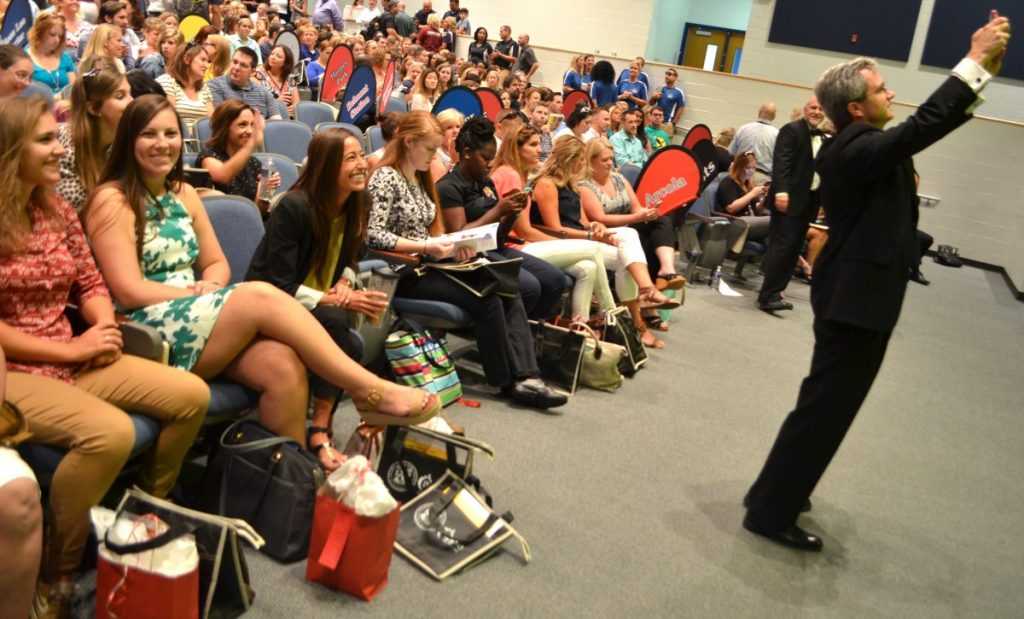 Superintendent Eric Williams snaps a selfie at the new employee orientation. (Danielle Nadler/Loudoun Now)