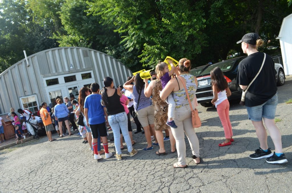 A line forms outside Mobile Hope at the organization's Back to School Shopping Event on Thursday. [Danielle Nadler/Loudoun Now]