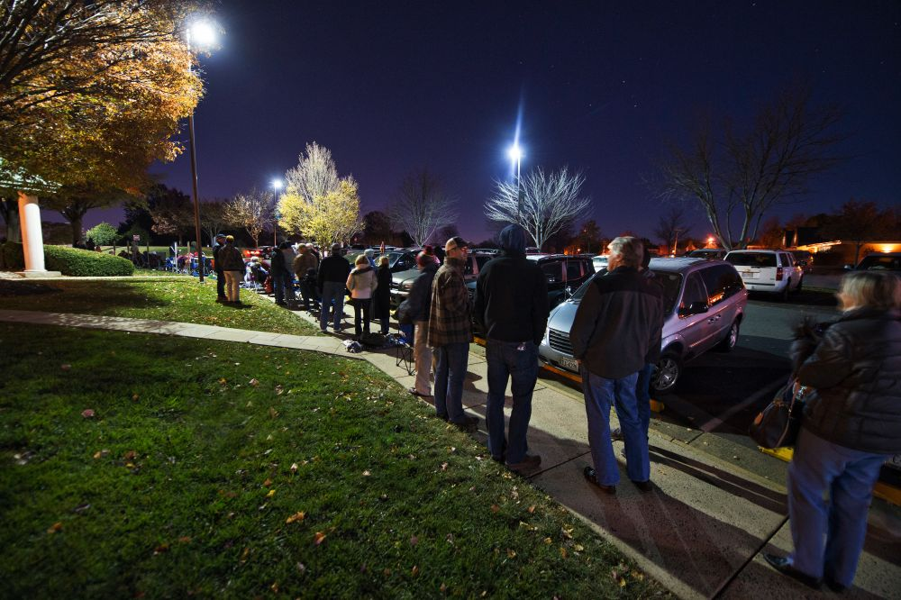 Jingle Jam fans wait for tickets to go on sale before 5 a.m. Monday. [Douglas Graham/Loudoun Now]
