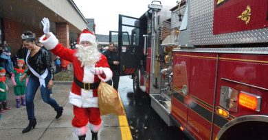 Rainy Weather Doesn't Wash Out Santa's Visit to Leesburg